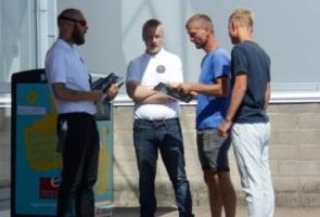 Tidningsutdelning i Uddevalla:ryggdunkningar, positiva yttringar och medlemsansökan