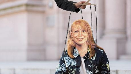 Efter en debattartikel publicerad i Expressen bryter Centerpartiet  tystnaden om statsministerkandidaten Annie Lööfs medlemskap i den  globalistiska ... a438487630027