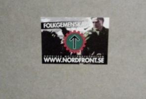 Klistermärken riktade till ungdomar i Skövde