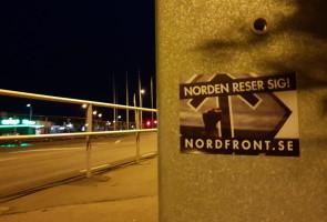 Klistermärksoffensiv i Laholm