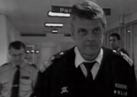 Våldtäktsdömde Kapten Klänning driver nu ridstall för barn