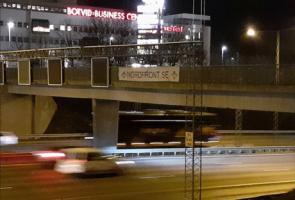 Banderoll under morgonrusningen i Botkyrka kommun