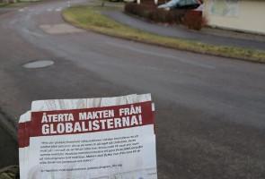Flygbladsutdelning och klistermärkesuppsättning i Ytterby